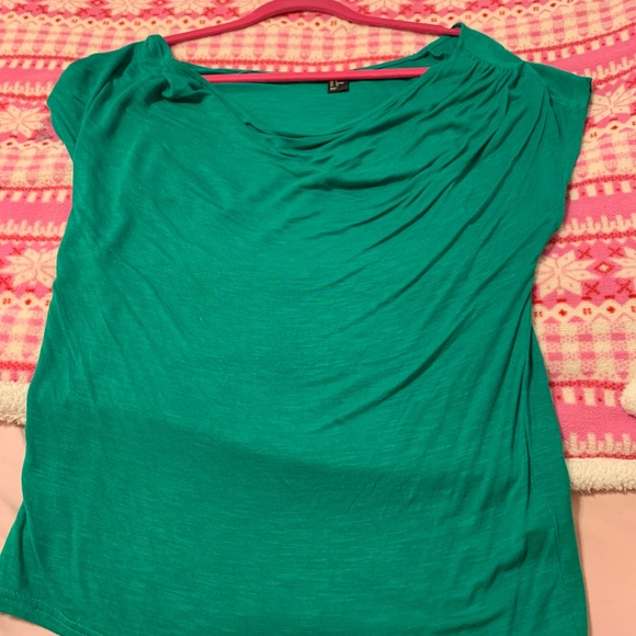 Green/teal short sleeve H&M shirt, size M